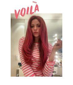 Red Pink Hair, Dyed Red Hair, Hair A, Blonde Hair, Shakira Photos, Red Day, Dreadlocks, Mtv Videos, Bright Hair