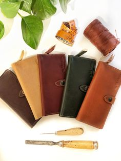 Different color leather wallets for woman: handmade in Italy. Full Grain Leather Wallet, Handmade Leather Wallet, Wallets For Women Leather, Leather Accessories, Green Leather, Cowhide Leather, Italian Leather, Italy, Purses