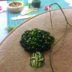 CREAMENTE A new fat broccoli! .#embroidery #broccoli #handmade #nakis #bordado #broderie #elyapimi #handembroidery #stitch #vegetarian #vegan #vegetables #creamente #patch #pin (at Karaköy)