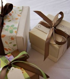 wrapping paper bands on kraft paper - still one of my favourite ways to wrap a gift and use up scraps of beautiful paper that I have been hoarding