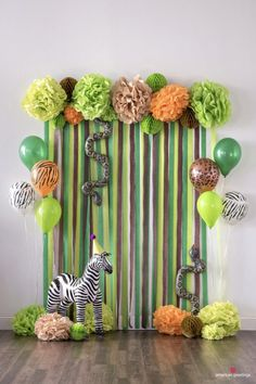 Economical jungle party decorations Bring the jungle to you home with these helpful jungle birthday party ideas! Perfect for any jungle-themed party. Jungle Theme Parties, Jungle Theme Birthday, Safari Theme Party, Safari Birthday Party, Baby Party, Birthday Parties, Birthday Ideas, Themed Parties, Diy Zoo Party