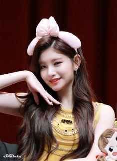 Kpop Girl Groups, Korean Girl Groups, Kpop Girls, Cute Girl Pic, Cute Girls, Girl Pictures, Girl Photos, Final Fantasy Girls, Kpop Hair