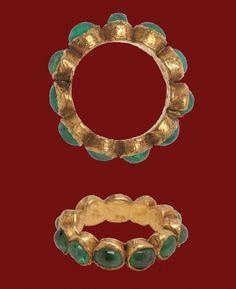 Rosamaria G Frangini High Jewellery Ancient Gold Ring Set with Emeralds Roman, century Roman Jewelry, Gold Rings Jewelry, Jewelry Art, Jewelry Accessories, Fine Jewelry, Jewelry Design, Jewelry Stand, Jewlery, Jewelry Making