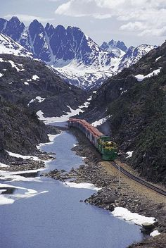 White Pass and Yukon Route http://pixdaus.com/white-pass-and-yukon-route-trains/items/view/23781/