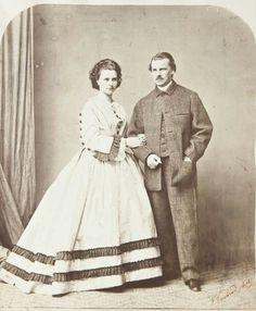 Ludovika en Max. De ouders van Sisi. Ze trouwden op 9 november 1828 en kregen 10 kinderen waarvan er 2 al jong overleden. Lodewijk, Wilhelm Karl (overleed na 6 weken), Helene (Nené), Elisabeth (Sisi), Karel Theodoor (Gäckl), Marie, Mathilde (Spätz), Maximiliaan (vermoedelijk dood geboren), Sophie en Max Emanuel (Mäpperl).