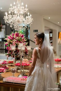 Vestido comprado no exterior por Bruna. O casamento de Bruna e Rodrigo foi publicado no Euamocasamento.com, e as fotos são de Felipe Lannes. #euamocasamento #NoivasRio #Casabemcomvocê