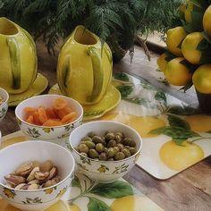Amei essa mesa de antipasti que a @manutouma do lindo ig @recebercomcharme montou na varanda de sua casa. #olioliteam #tabledecor #limaosiciliano #decor #tablestyle #artedereceber #receberemcasa #latabledegiselle