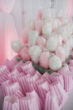 Cotton Candy Sweet Table Tower, not pink but a tower of the stuff. During desert, and in bags use candied pecans! County Fair Birthday, Cotton Candy Party, Carnival Food, Candy Popcorn, Candy Theme, Country Fair, Candy Floss, Baby Shower, Girl Shower