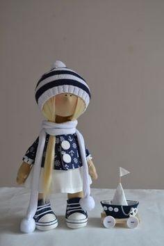 кукла с корабликом