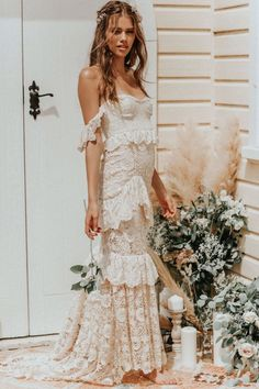 If you also long becoming a hippies idol, be certain you know most of the regulations and design tips on how to choose the boho-chic design and style development! Bohemian Bride, Bohemian Wedding Dresses, Bohemian Weddings, Indian Weddings, Vintage Bohemian, Gypsy Wedding Gowns, Hippie Bride, Bohemian Gypsy, Gown Wedding