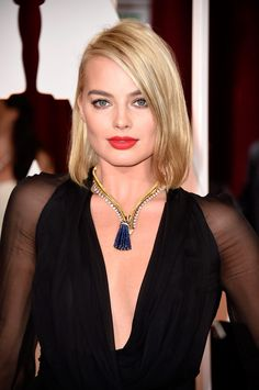 Margot Robbie con collar de Van Cleef & Arpels - Oscar 2015 - www.so-sophisticated.com
