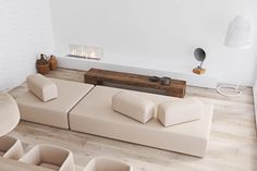 40 Gorgeously Minimalist Living Rooms That Find Substance in Simplicity - Mieszkanie - Minimalismus Minimalist Living Room Furniture, Minimalist Sofa, Minimalist Interior, Minimalist Decor, Living Room Sofa, Interior Design Living Room, Living Room Designs, Living Room Decor, Minimalist Style
