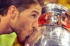 Sergio Ramos kissing the cup