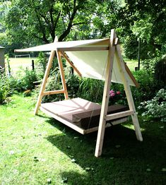 Wood Swing - Modern Garden Though old around notion, the pergola continues to Patio Pergola, Modern Pergola, Diy Patio, Small Pergola, Patio Ideas, Metal Pergola, Garden Ideas, Modern Garden Design, Modern Design