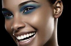 RobertJasoé um profissional premiado,fotógrafo de moda, beleza,skincare,&haircarecom sede em Paris.