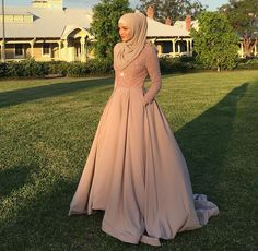 This Elegant muslim outift ideas for eid mubarak 14 image is part from Elegant Muslim Outfits Ideas for Eid Mubarak gallery and article, click read it bellow to see high resolutions quality image and another awesome image ideas. Muslim Prom Dress, Hijab Prom Dress, Muslimah Wedding Dress, Muslim Gown, Hijab Gown, Wedding Hijab, Gown Wedding, Wedding Dresses, Muslim Fashion