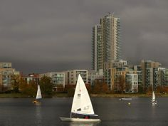 Sailing in a sunny winter day, in the middle of London at West Reservoir. Photo ©Aybige Mert