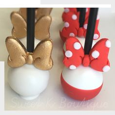 Minnie Mouse cakepop.