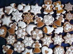gingerbread cookies decorated in white icing . Christmas Baking, Winter Christmas, Christmas Cookies, Gingerbread Village, Gingerbread Cookies, Christmas Themes, Christmas Decorations, Cookie Icing, Creative Lettering