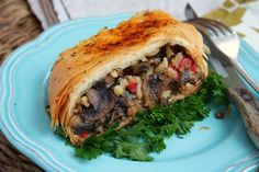 Mediterranean Lentils in Crispy Filo Dough Vegetarian Main Dishes, Vegetarian Recipes, French Lentils, How To Cook Mushrooms, Phyllo Dough, Stuffed Mushrooms, Stuffed Peppers, Plant Based Protein, Green Kitchen