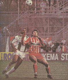 15-08-1993 / #FCGroningen - #PSV 1-2. De geïsoleerde Hennie Meijer vecht een duel uit met Gica Popescu #gropsv