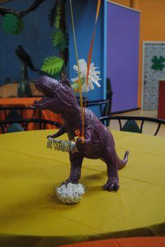 CENTRO DE MESA DE DINOSAURIO #dino #mesa #table #decoracion #party #fiesta #diseño #design #tissa #cuu #love #piñata