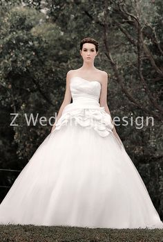 ZWEDDING Fall Romance | #zwedding #designergowns #designers #fashion #couture #wedding #bridalgowns #bridal #zweddingsg #zweddingsingapore #singapore #weddinggowns #gowns #weddingdress