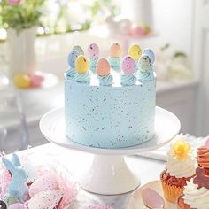 Top 6 Tips for Your Best Ever Easter Table Decorations! - Turtle Creek Lane - Top 6 Tips for Your Best Ever Easter Table Decorations! Easter Cupcakes, Easter Cookies, Easter Treats, Cakes For Easter, Easter Egg Cake, Easter Brunch, Easter Party, Easter Dinner, Easter Deserts