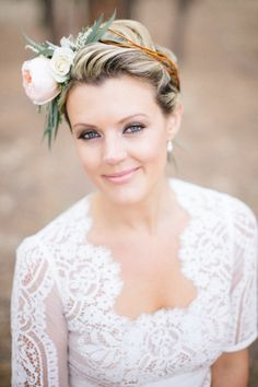 This stunner my dears, is what we like to call rustic perfection served up with a side of boho-elegance. Splashed with a hint of whimsy in the blooms from Sunflower Creative, a gorg floral crown and a lace-detailed dress fromBHLDN,