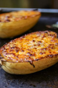 How to Cook Spaghetti Squash Boats - Savory Thoughts - Here's the right way to cook spaghetti squash boats! This method will leave you with a juicy, tender, spaghetti-like experience every single time. Full of fiber and other nutritious value. Spaghetti Squash Boat, Spaghetti Squash Recipes, Food Dishes, Main Dishes, Squash Boats, Vegetarian Recipes, Cooking Recipes, Food To Make, Healthy Eating
