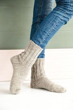 Villasukka – ohje   Meillä kotona Shawl Patterns, Knitting Patterns, Diy Projects To Try, Free Knitting, Mittens, Knit Crochet, Socks, Crafts, Knitted Gloves