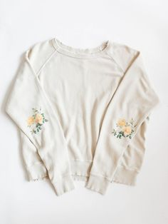 Embroidered floral elbows | White sweater | Vintage