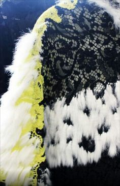 Textile reign : Discover an uncommon material for fashion textile design Textures Patterns, Color Patterns, Black And White Pictures, Beaded Embroidery, Fashion Details, Textile Design, Reign, Bubbles, Colours