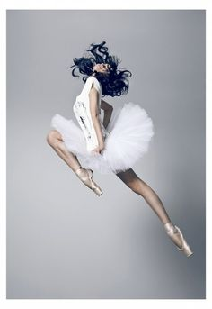 ♫♪ Dance ♪♫ ballerina lady in white dance into the sky jump