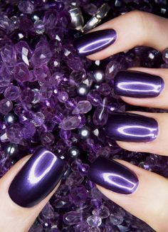 purple nails manicure
