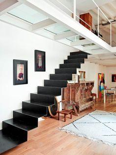 Escaleras bellas y con carácter Interior Staircase, Wood Staircase, Staircase Design, Staircase Ideas, Small Space Staircase, Escalier Design, Balustrades, Steel Stairs, Staircase Makeover