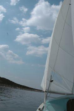 Aus der Perspektive eines Skippers: Segeln ist ein beliebter Hochschulsport an der FAU.