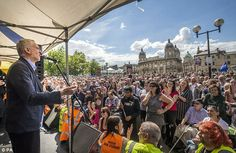 Hundreds of people turned up at the Queen's Gardens in Hull for Mr Corbyn's Labour leadership campaign rally today
