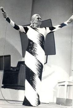 A apresentadora Hebe Camargo na TV Bandeirantes na década de 80.