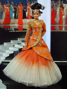 Miss Bhutan 2013/2014- Inspiración del diseñador de moda alta costura hindú GAURAV GUPTA 2013