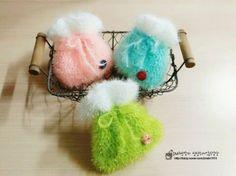 명절이 다가오니 한복에 복주머니 수세미까지 엄청나게 올라오네요^^ 저두 추석선물하며 옵션으로 드릴려고... Crochet Scrubbies, Knit Crochet, Fair Projects, Craft Fairs, Crochet Flowers, Diy And Crafts, Crochet Patterns, Christmas Ornaments, Knitting