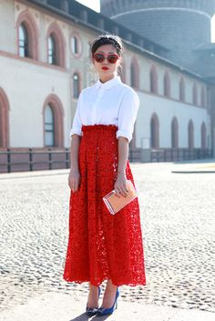 oxana ong. Lace skirt. Mode-sty: fashion for conservative stylish women. Sign up at www.mode-sty.com