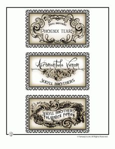 Click through for more pages of printable potions labels - Good for a Halloween or Harry Potter party!