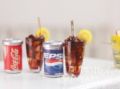 scale Dollhouse Miniature Coke or Pepsi Drink Set for Latiyellow or dolls in similar size All The Small Things, Mini Things, Cute Little Things, Miniature Crafts, Miniature Food, Miniature Dolls, Barbie Food, Doll Food, Dollhouse Accessories