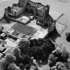 Part of the Aerofilms collection found on the Britain from Above site. North Yorkshire, Britain, Castle, England, Collection, Castles, English, British, United Kingdom