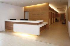Reception Desk Design - Welcome OyunRet Office Reception Design, Office Table Design, Reception Desks, Office Counter Design, Reception Counter Design, Lobby Reception, Clinic Interior Design, Clinic Design, Corporate Interiors