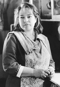 Dolores Claiborne, Kathy Bates in the kitchen black and white flashback
