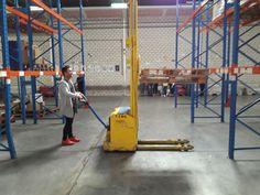 Prácticas con apilador en la formación para ADECCO TRAINING en nuestras instalaciones de Getafe