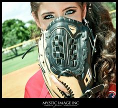 #softball I want someone to take a pic like this for my senior pictures!