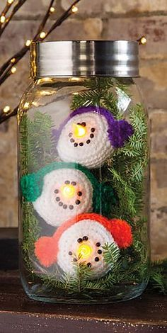 Snowman Lights ~ Crochet World Dec 2014 Cute concept to crochet over battery operated tea lights. I think they would make cute hanging ornaments vs the jar. Crochet Snowman, Crochet Christmas Ornaments, Holiday Crochet, Christmas Items, Christmas Projects, Christmas Fun, Holiday Fun, Christmas Decorations, Easy Decorations